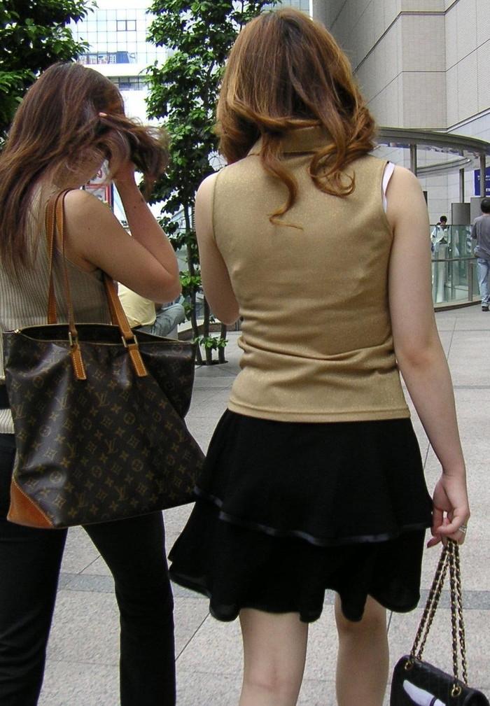 【ブラ紐エロ画像】街で歩いている女の子の露わになったブラ紐になぜか興奮! 20