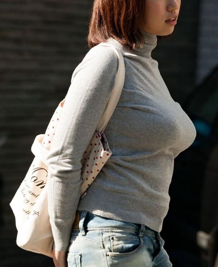 【セーターもっこりエロ画像】絶対におっぱいがデカいとわかるセーターの膨らみに興奮! 01