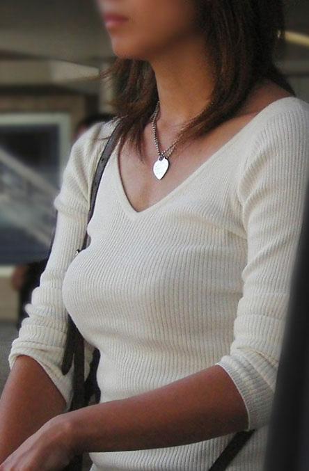 【セーターもっこりエロ画像】絶対におっぱいがデカいとわかるセーターの膨らみに興奮! 06