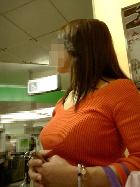 【セーターもっこりエロ画像】絶対におっぱいがデカいとわかるセーターの膨らみに興奮! 18