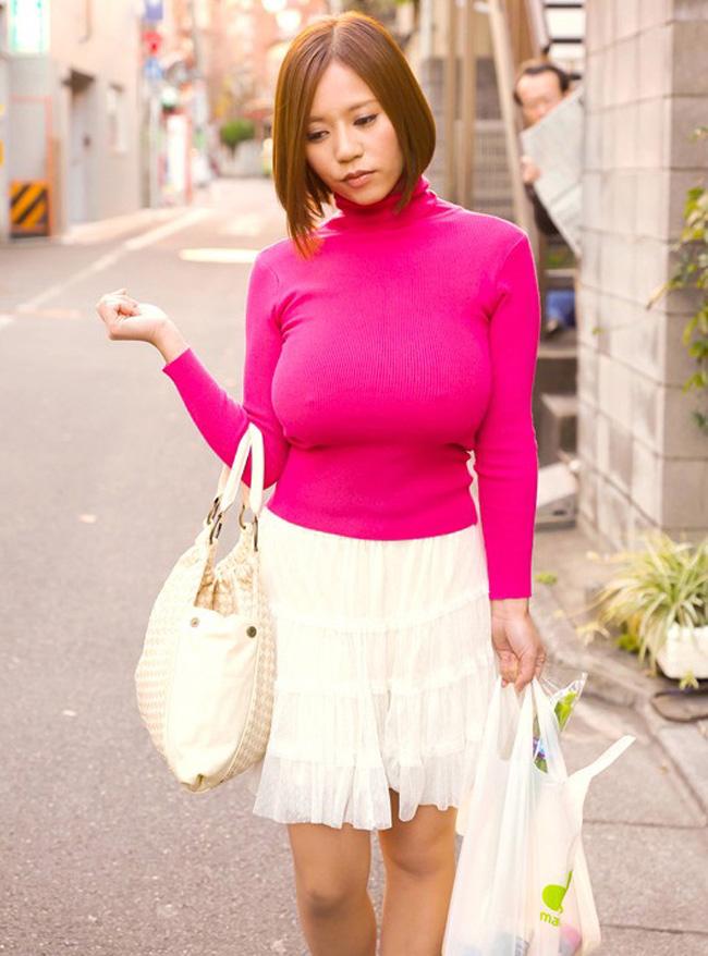 【セーターもっこりエロ画像】絶対におっぱいがデカいとわかるセーターの膨らみに興奮! 22