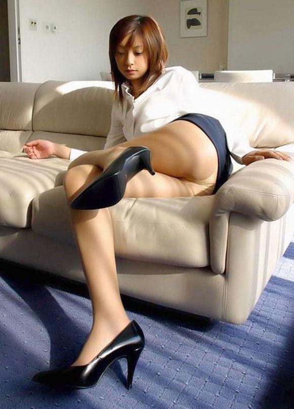 【足組みエロ画像】長くて綺麗なその足で、踏んで欲しいし、しごいて欲しい! 02