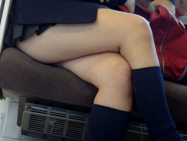 【足組みエロ画像】長くて綺麗なその足で、踏んで欲しいし、しごいて欲しい! 08