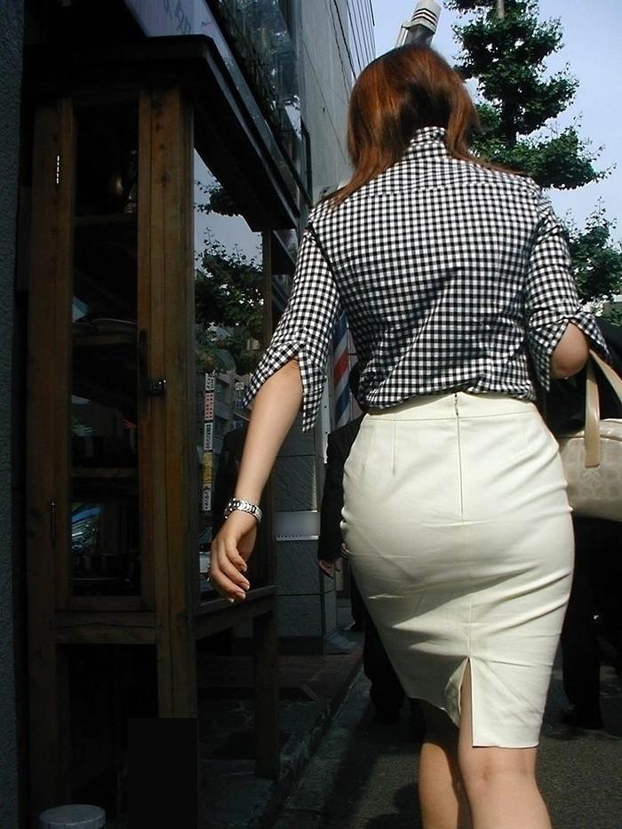 【着衣尻エロ画像】服の上から見るだけでも興奮する女性のたまらないお尻たち! 09