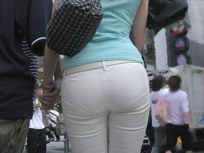 【着衣尻エロ画像】服の上から見るだけでも興奮する女性のたまらないお尻たち! 19
