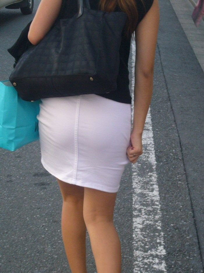 【着衣尻エロ画像】服の上から見るだけでも興奮する女性のたまらないお尻たち! 21