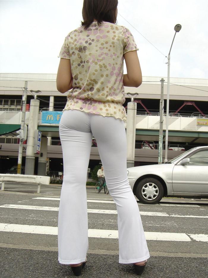 【着衣尻エロ画像】服の上から見るだけでも興奮する女性のたまらないお尻たち! 23