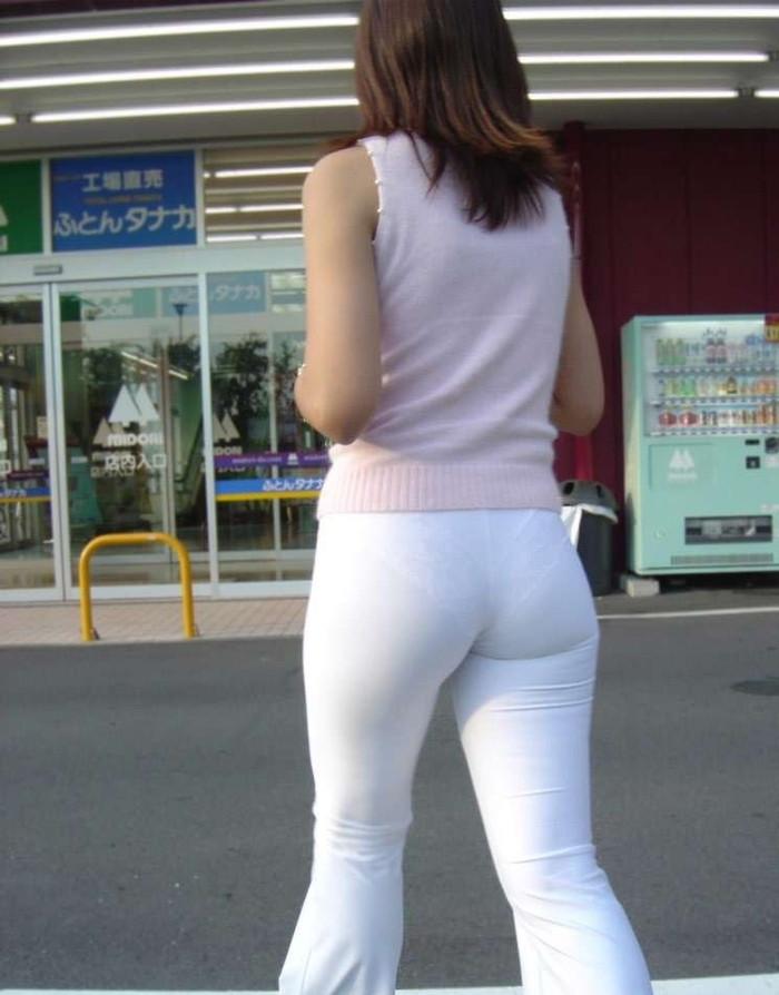 【着衣尻エロ画像】服の上から見るだけでも興奮する女性のたまらないお尻たち! 24