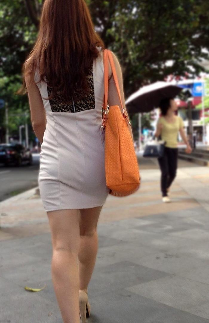 【着衣尻エロ画像】服の上から見るだけでも興奮する女性のたまらないお尻たち! 25