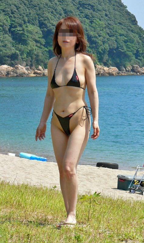 【水着熟女エロ画像】水着姿の、年季の入った身体つきでいつものエロさが倍増! 03