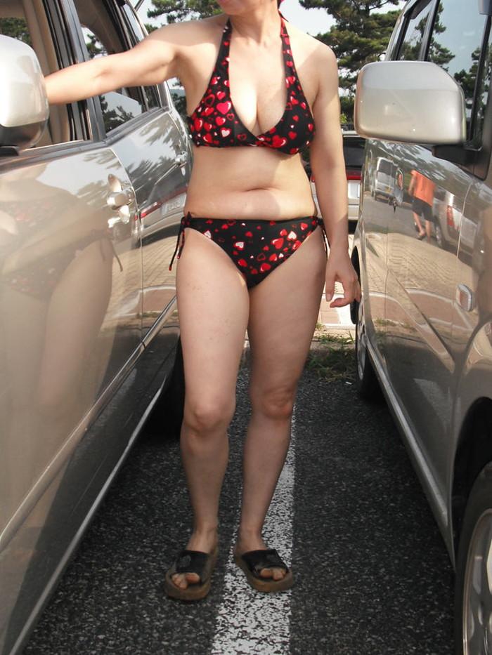 【水着熟女エロ画像】水着姿の、年季の入った身体つきでいつものエロさが倍増! 10