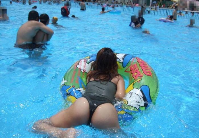 【水着熟女エロ画像】水着姿の、年季の入った身体つきでいつものエロさが倍増! 14