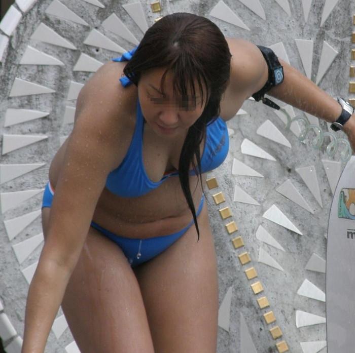 【水着熟女エロ画像】水着姿の、年季の入った身体つきでいつものエロさが倍増! 20