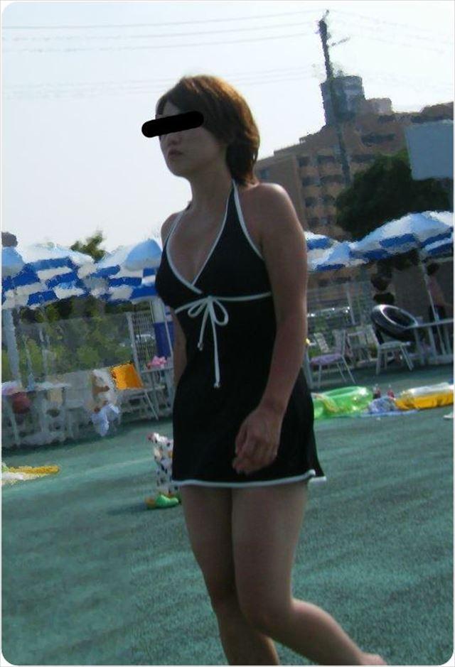 【水着熟女エロ画像】水着姿の、年季の入った身体つきでいつものエロさが倍増! 23