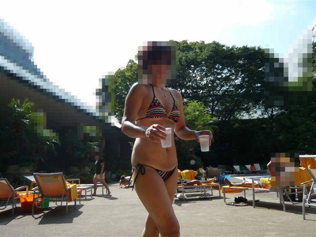【水着熟女エロ画像】水着姿の、年季の入った身体つきでいつものエロさが倍増! 28