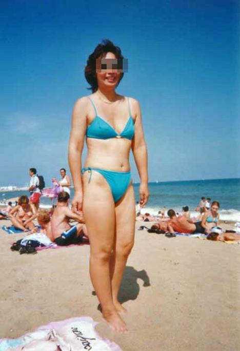 【水着熟女エロ画像】水着姿の、年季の入った身体つきでいつものエロさが倍増! 33