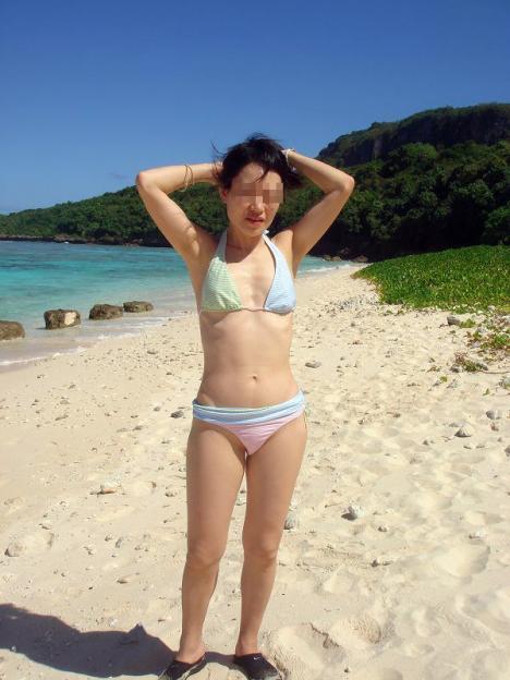 【水着熟女エロ画像】水着姿の、年季の入った身体つきでいつものエロさが倍増! 34