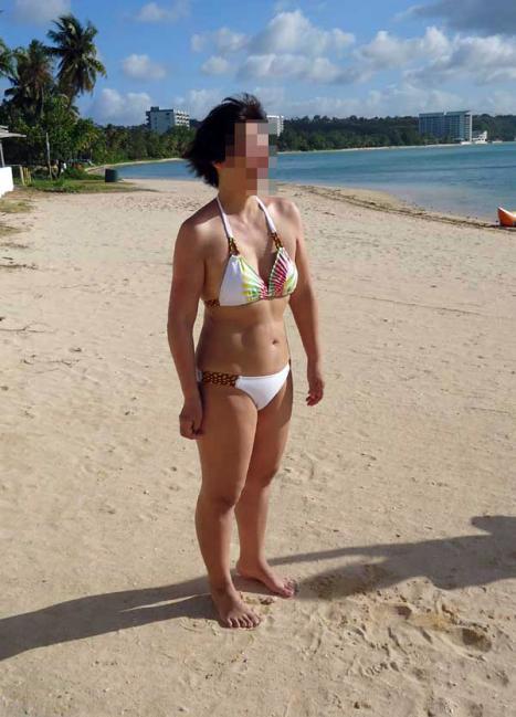 【水着熟女エロ画像】水着姿の、年季の入った身体つきでいつものエロさが倍増! 35