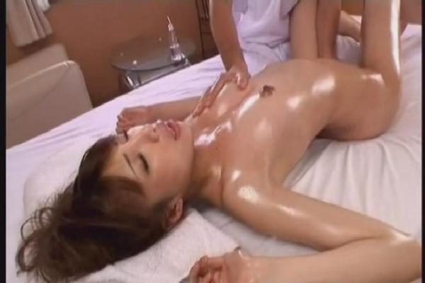 未開発の性感帯をマッサージで開発される美女たちのエロ画像