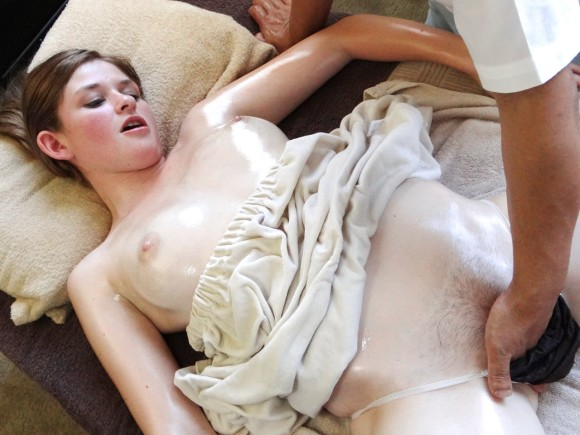 【マッサージエロ画像】女性用エステでマッサージされていろいろなところが開発されるよ! 08