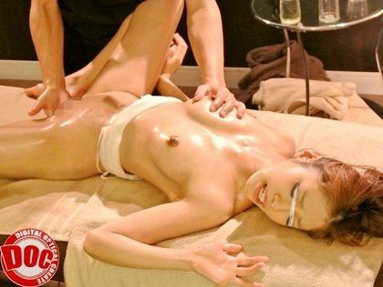 【マッサージエロ画像】女性用エステでマッサージされていろいろなところが開発されるよ! 10
