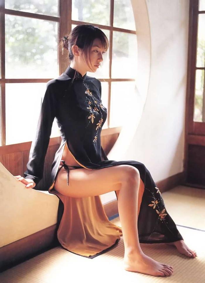 【チャイナドレスエロ画像】やっぱ昔からエロいチャイナドレスの女の子 09