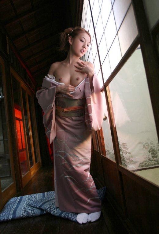 【着物女性エロ画像】女性の美しい着物を乱すようなエロいエッチをしたい! 02