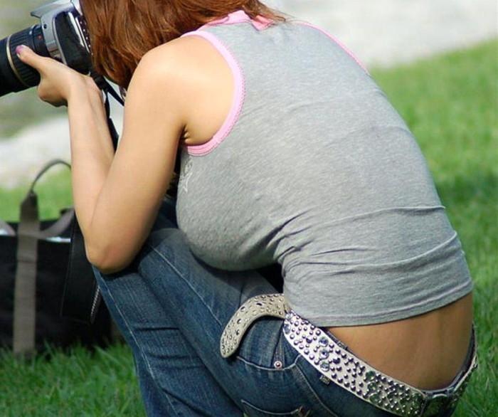 【タンクトップエロ画像】暑い季節になれば必ず多くなるエロいタンクトップ姿の女の子 10