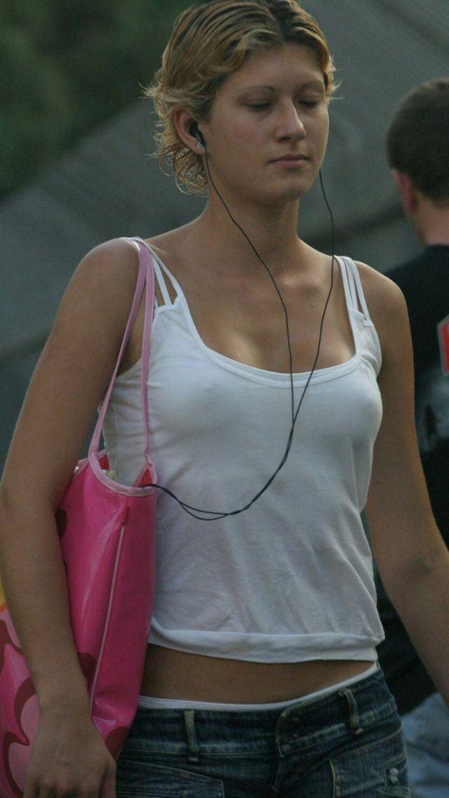 【外人胸ポチエロ画像】外国人は、胸ポチくらい気にしないで堂々と街を闊歩! 11