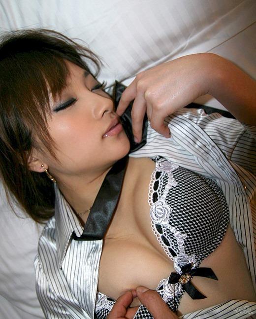 【乳首コネコネエロ画像】女性の乳首をエロく両手でコネコネして喘ぎを聞きたい! 03