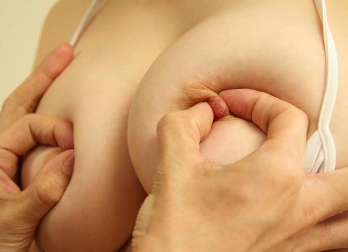 【乳首コネコネエロ画像】女性の乳首をエロく両手でコネコネして喘ぎを聞きたい! 24