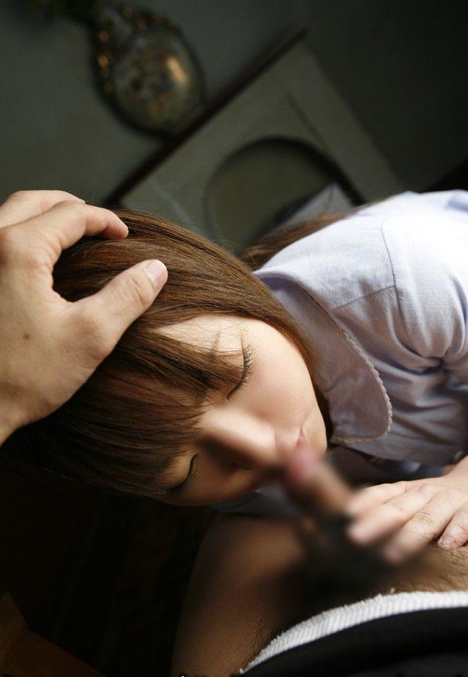 【ショートカットエロ画像】ショートカットの女性は、フェラしても髪の毛が邪魔にならないですね 22