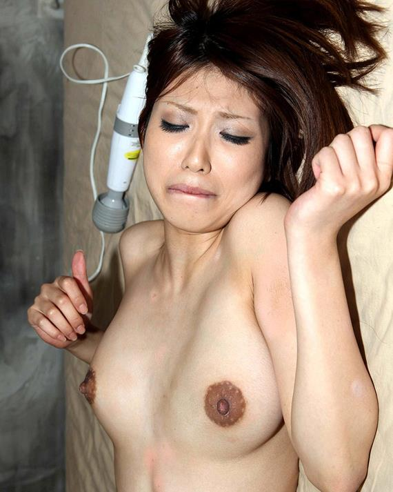 【黒乳首乳輪エロ画像】黒い乳首や乳輪見るとなぜいつもより興奮するんでしょうね 09
