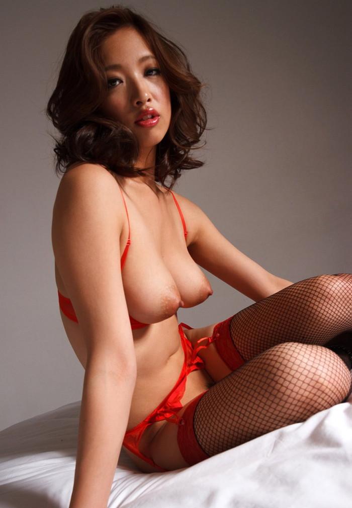 【真っ赤な下着エロ画像】真っ赤な下着を履く女は、何を望んでいるのでしょうか? 09