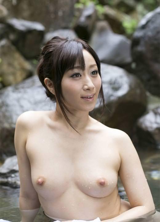 【美人人妻エロ画像】美しい人妻・・・実はカラダは男を欲しているアソコは疼いているかも? 15