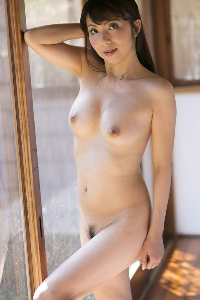 【美人人妻エロ画像】美しい人妻・・・実はカラダは男を欲しているアソコは疼いているかも? 18