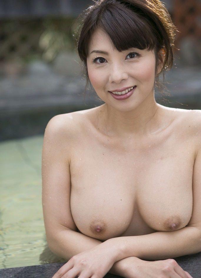 【美人人妻エロ画像】美しい人妻・・・実はカラダは男を欲しているアソコは疼いているかも? 24