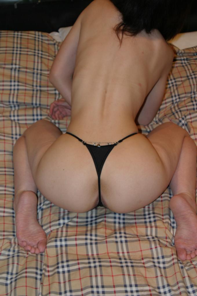 【熟女食い込みエロ画像】熟女の垂れた巨尻に思い切り食い込むエロ下着 19