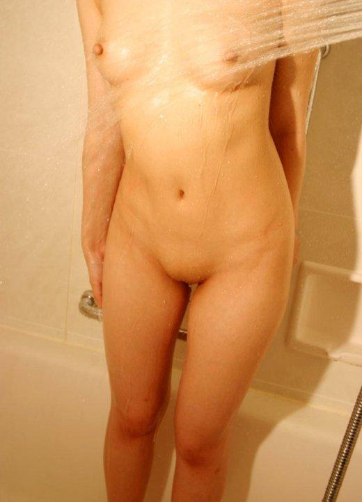 【パイパンエロ画像】大人の女性でも、綺麗なツルマンで男を惑わす! 18