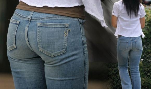【デニムエロ画像】女性の身体の線がバッチリ見えるし、大きい尻ならなおさら良い! 22