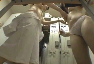 【着替えエロ画像】女の子がひっそりと着替えている姿を覗いて抜きたい! 20