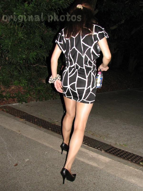 【熟女ミニスカエロ画像】いい年してあんなに短いスカート穿いて!誰を誘うのか? 05