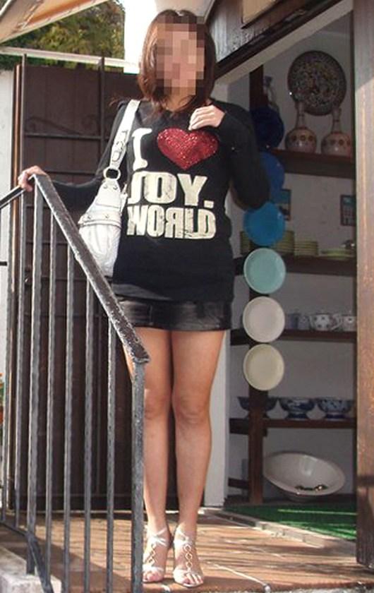 【熟女ミニスカエロ画像】いい年してあんなに短いスカート穿いて!誰を誘うのか? 11