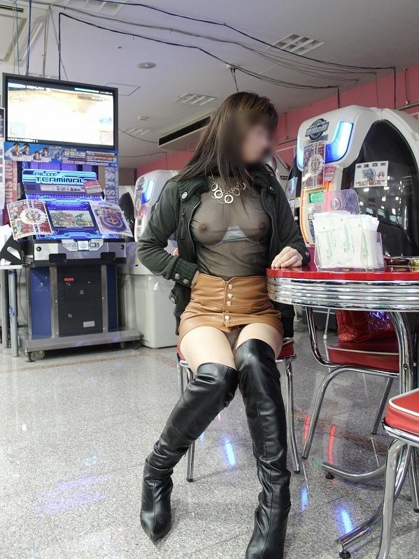【スケスケエロ画像】いやらしいスケスケの衣服で何人もの男が釣れてしまうんです! 16