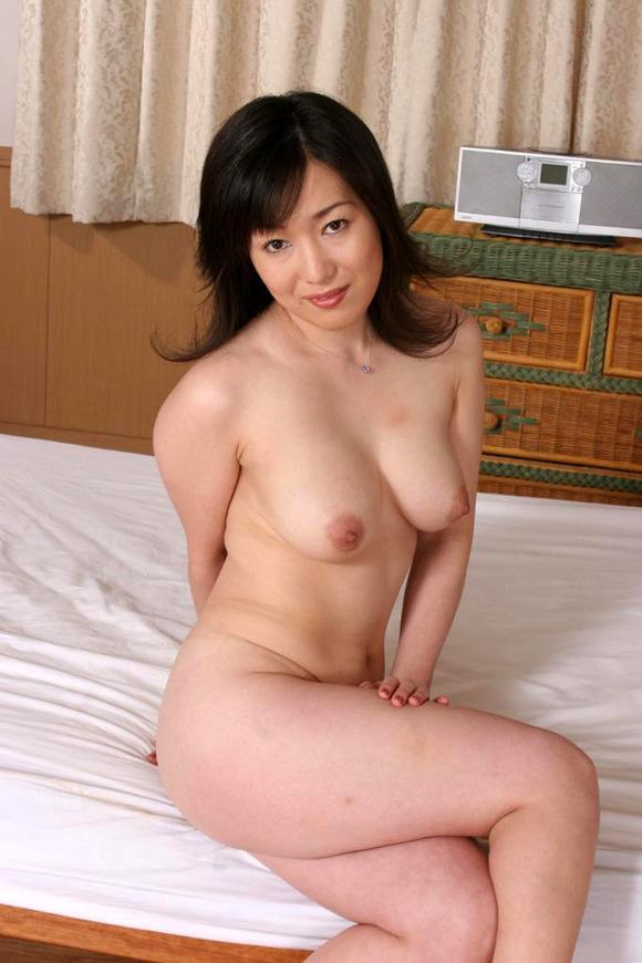 【熟女垂れ乳エロ画像】乳輪も乳首もテカって垂れている乳房は、エロくて最高! 04
