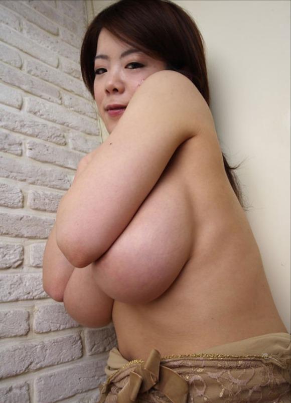 【熟女垂れ乳エロ画像】乳輪も乳首もテカって垂れている乳房は、エロくて最高! 15