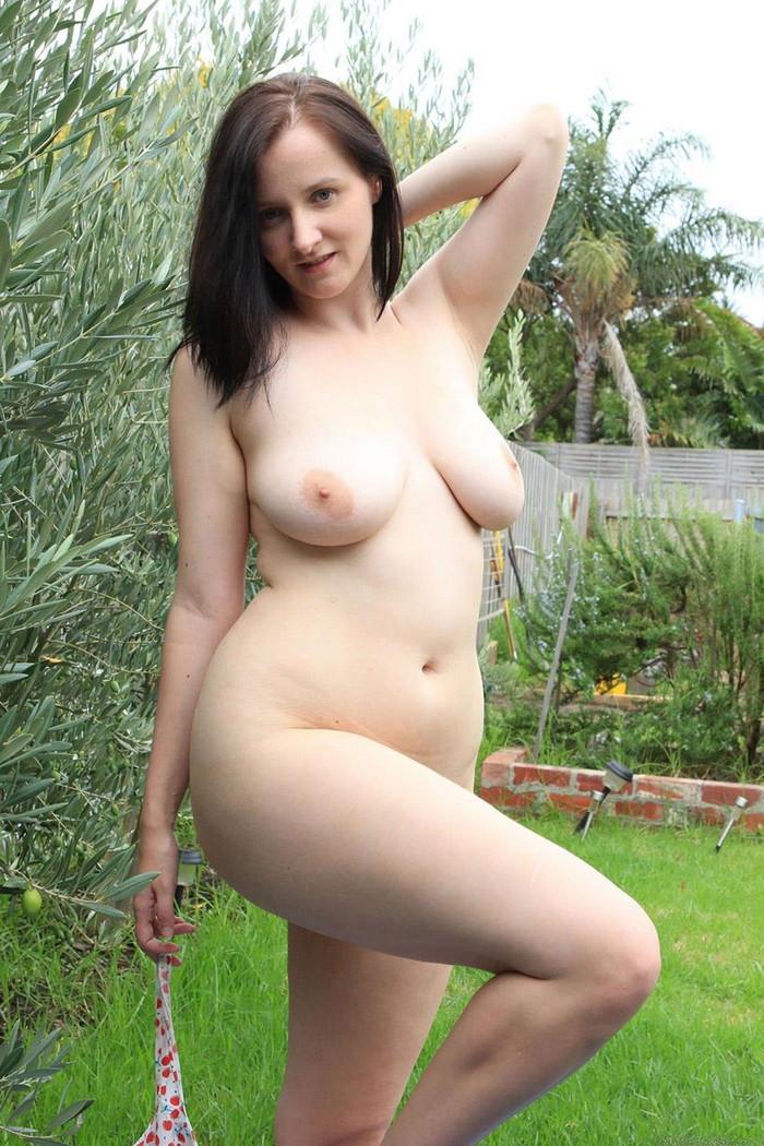 【外人熟女エロ画像】外人ならではのボリューミーのある胸やケツはたまらんですよw 25