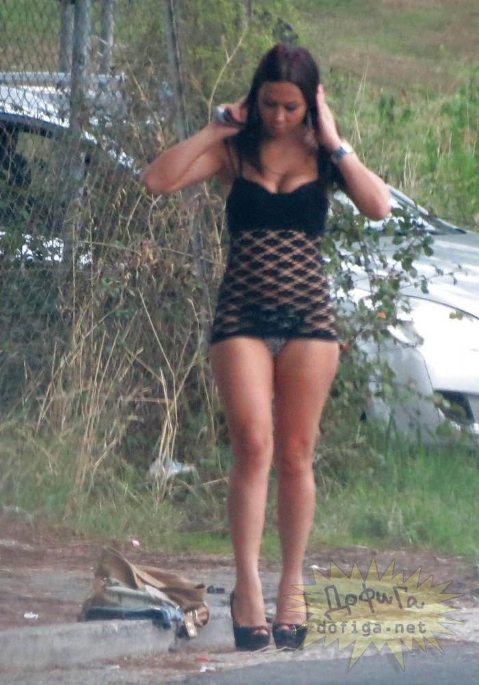 【立ちんぼエロ画像】外人の立ちんぼは、すぐにそれと分かる格好ですね 18