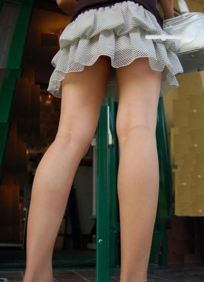 【超ミニスカエロ画像】わざと見せているんじゃないかと勘違いしてしまうミニスカ! 14