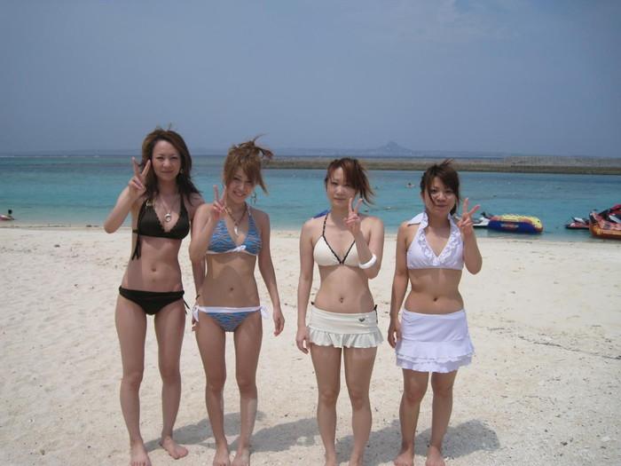 【水着エロ画像】やっぱ夏は女子の水着でしょう!見るだけで目の保養になりますな! 14